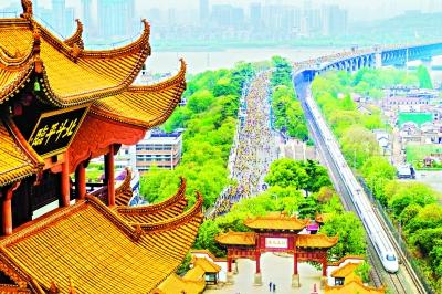 """""""这是一座一直在奔跑的城市""""12小时,长图文《什么是武汉》网络点击量1.3亿"""